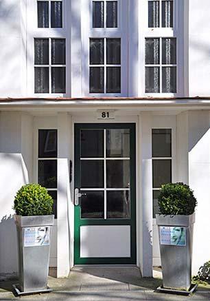 Hauseingang zur Zahnarztpraxis von Steffen Burat in der Wachtelstrasse 81, 22305 Hamburg - Barmbek